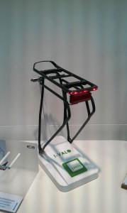 Elektromos kerékpár csomagtartó