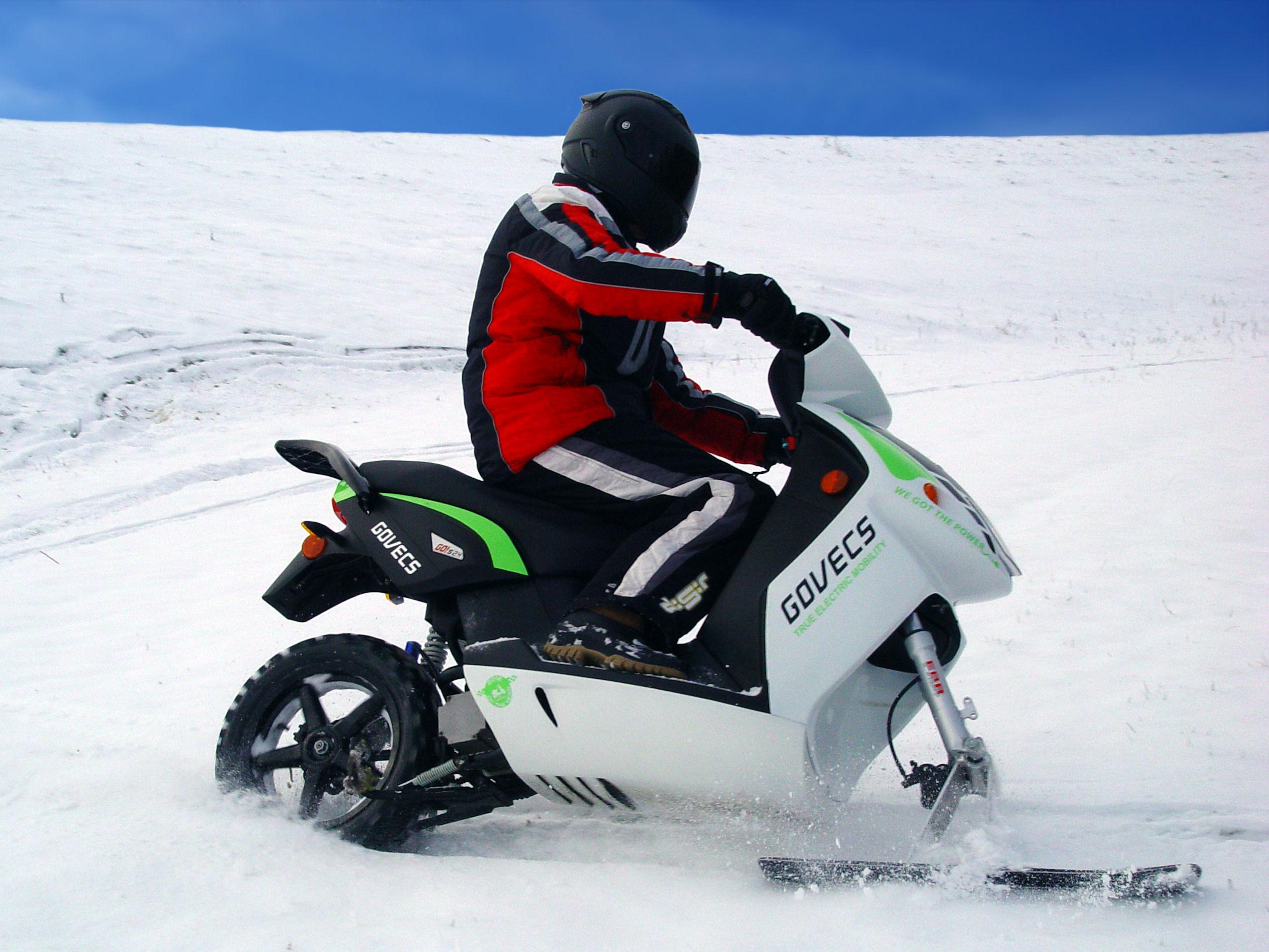 Govecs_Go-Snow_01 elektromos robogó