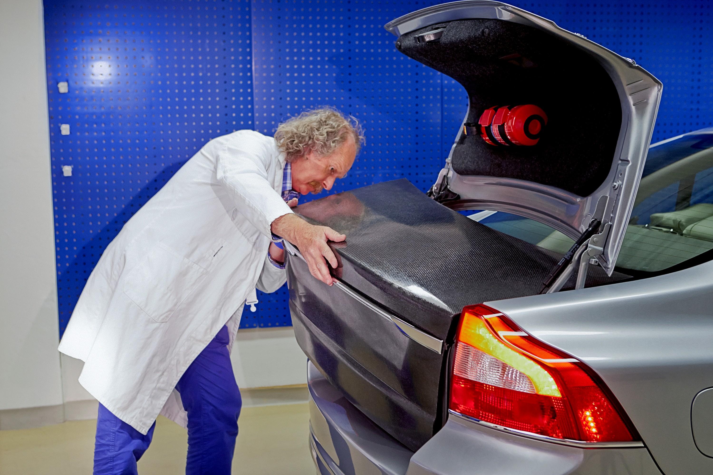 Volvo_battery_panel